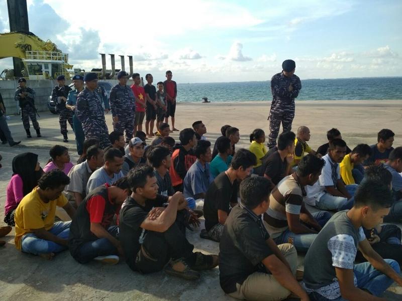 Perahu Cepat Penyelundup 40 TKI Dicegat di Perairan Batam