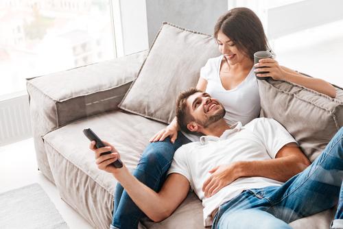 Trik Meningkatkan Kehidupan Seks Anda dengan Pasangan