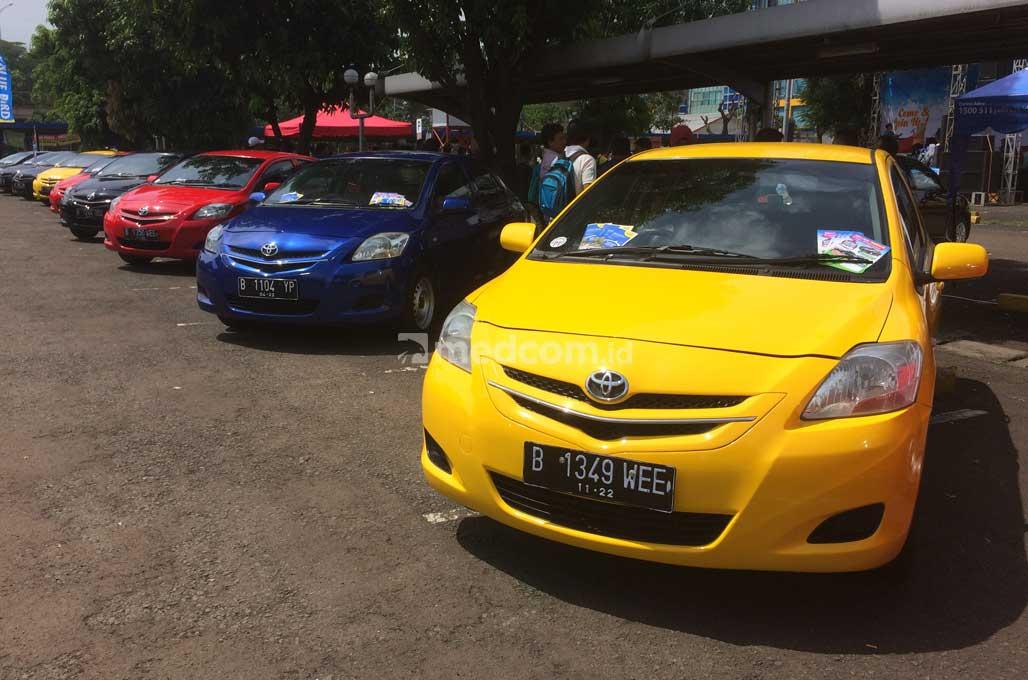 Serunya Kopdar Komunitas Mobil Eks-Taksi Blue Bird