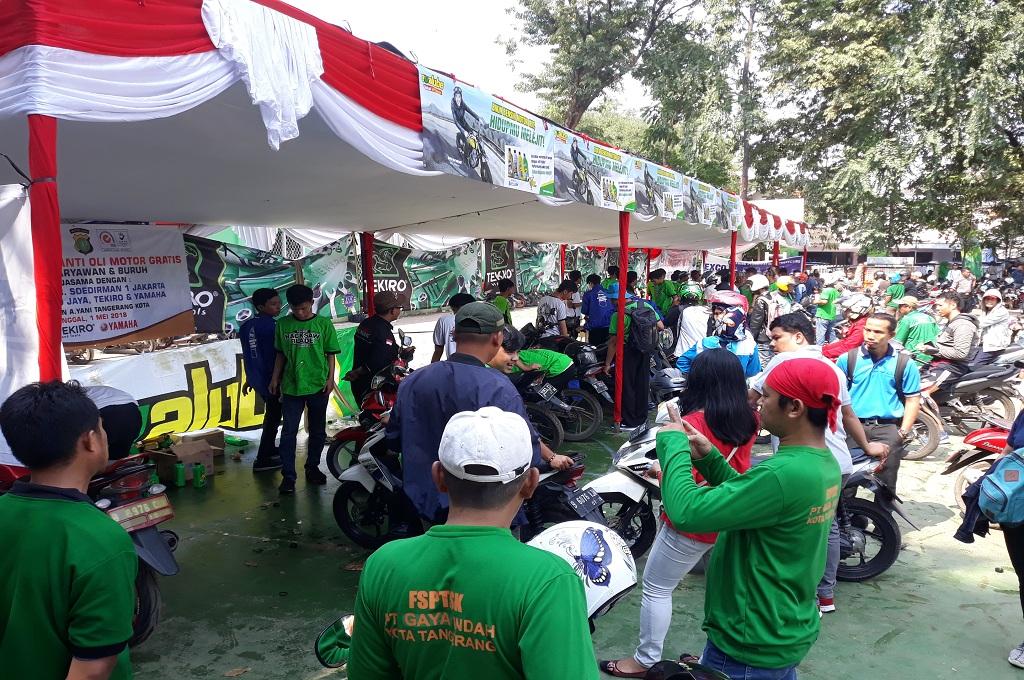 Seribu Kupon Ganti Oli Gratis untuk Buruh di Tangerang