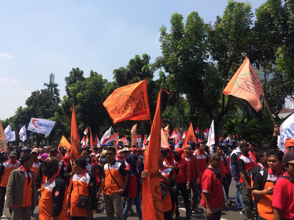 KSPI Desak Jokowi Turunkan Harga Kebutuhan