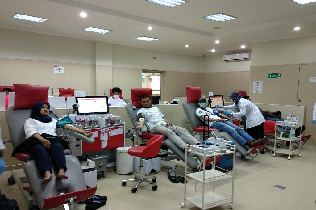 Buruh di Bandung Gelar Aksi Donor Darah