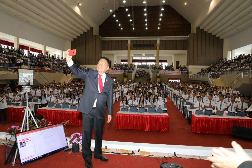 Gubernur Sulut Tanamkan Empat Pilar ke Ribuan Siswa