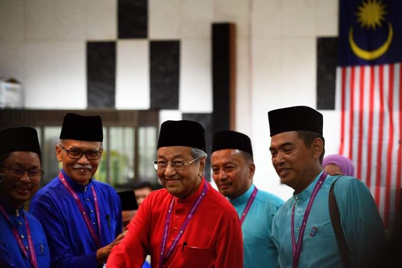 Polisi Malaysia Periksa Mahathir Mohamad Atas Tuduhan Berita Palsu