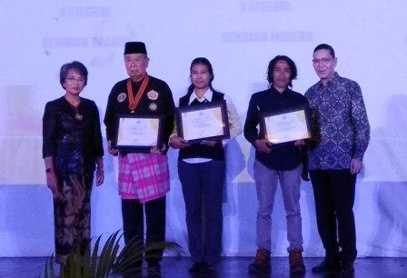 Tiga Seniman Nasional Diganjar Anugerah Budaya FIB UI