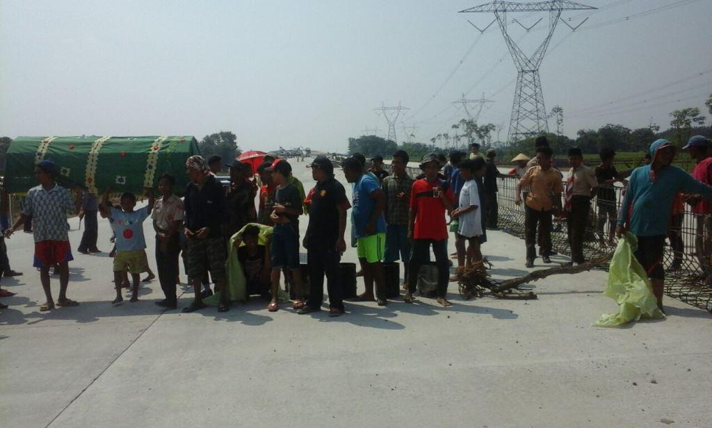 Proyek Jalan Tol Pejagan-Pemalang Diblokade Warga