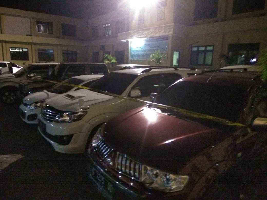 KPK Sita 15 Mobil Diduga terkait Kasus Bupati Mojokerto