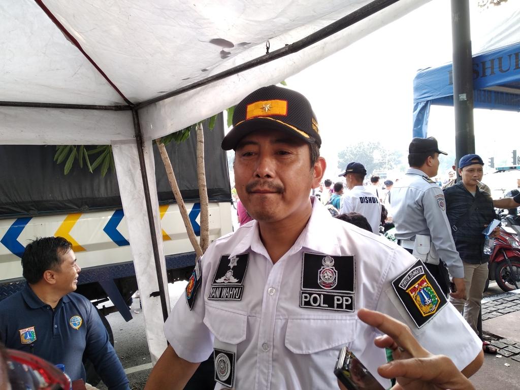 Satpol PP Sediakan 1.200 Kaus Polos untuk Sterilkan CFD