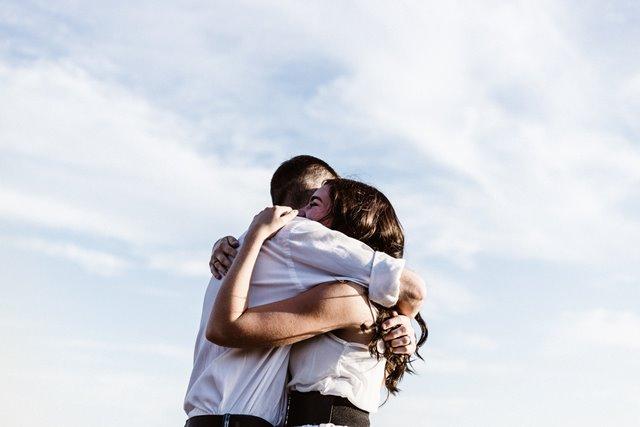 Tiga Tanda Bahwa Anda dan Pasangan Tak Bisa LDR