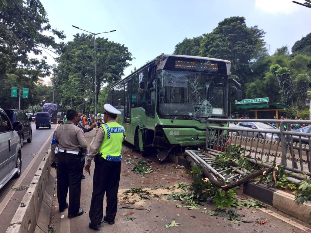 Bus Transjakarta Hilang Kendali, Seorang Tewas
