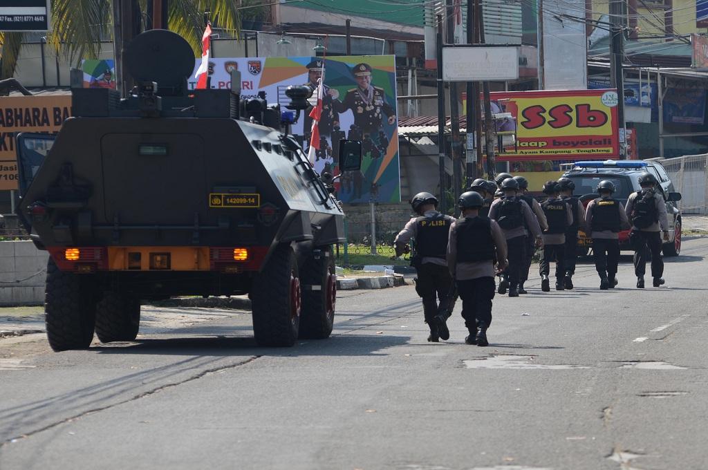 Delapan Ambulans Masuk ke Mako Brimob Depok