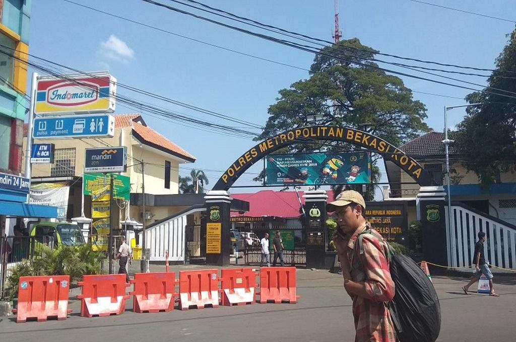 Pengunjung Polres Metro Bekasi Kota akan Diperiksa