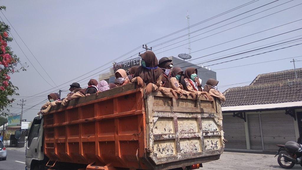 Warga Yogyakarta Diminta Waspada Abu Merapi