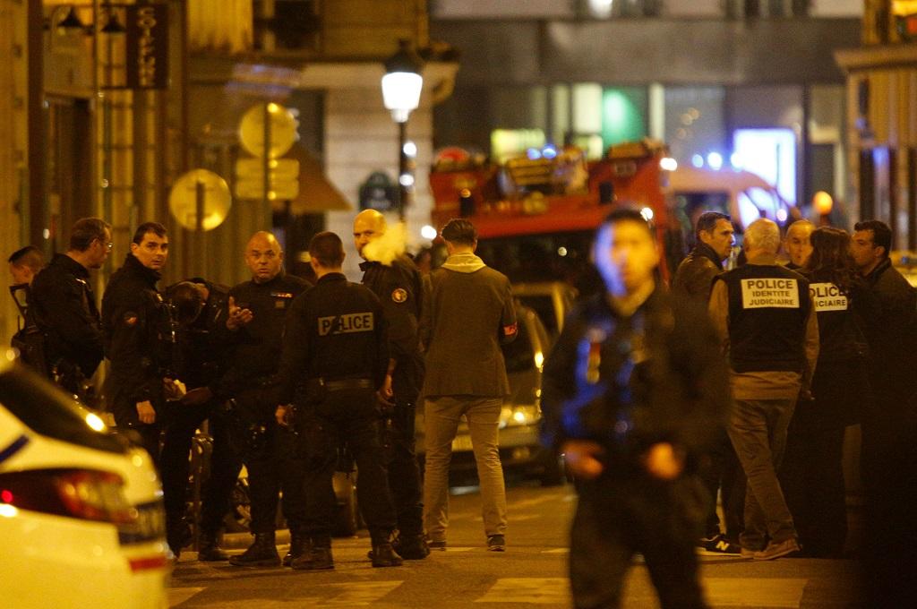 Warga Paris Panik saat Ketahui Ada Serangan Penusukan