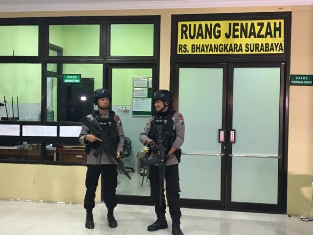 Jenazah Terduga Teroris di Surabaya Dibawa ke RS Bhayangkara