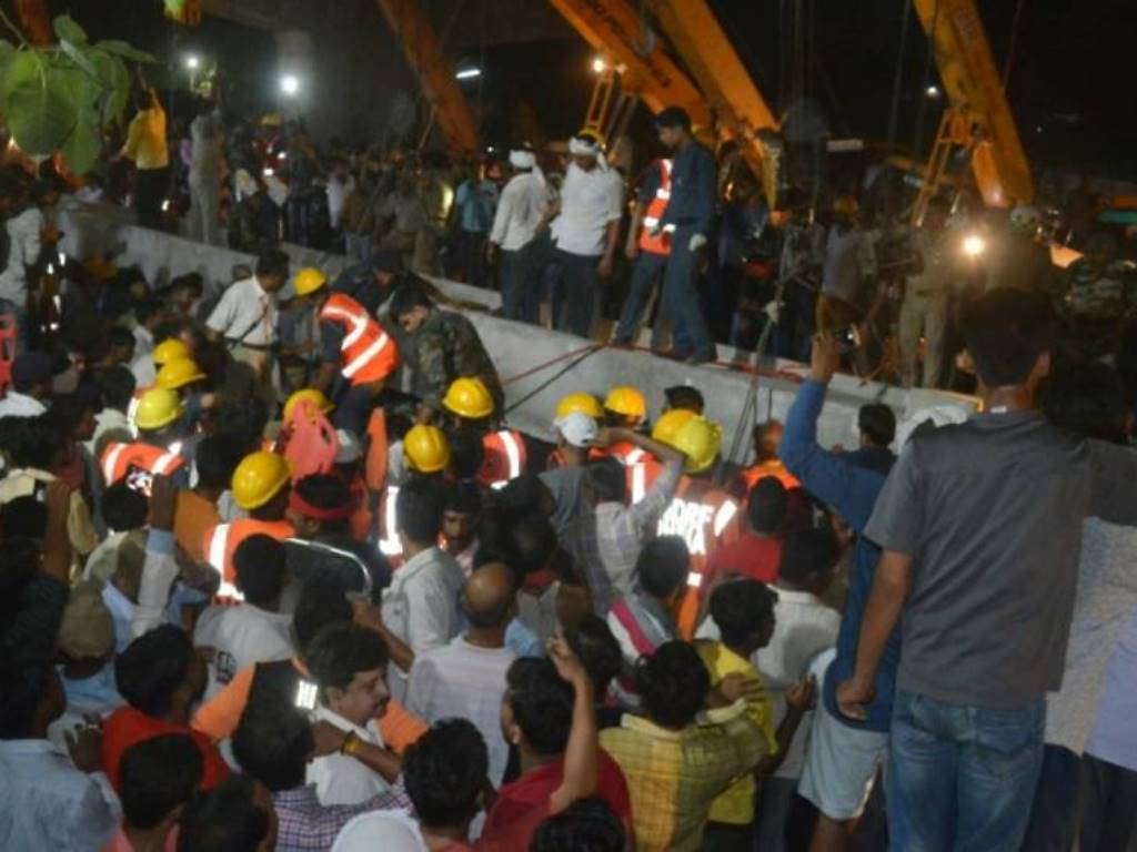 Jembatan Layang Roboh di India, Tewaskan 18 Jiwa