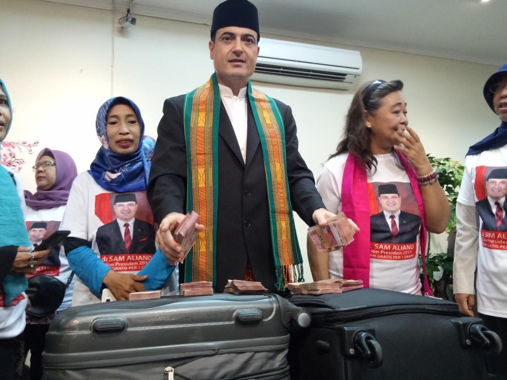 Sam Aliano Janjikan Umrah Gratis jika Jadi Presiden