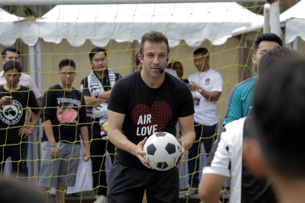 Aksi Teror Tak Ciutkan Nyali Del Piero Sambangi Indonesia