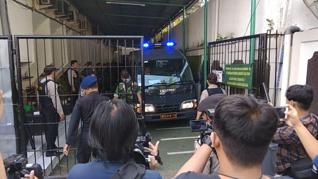Dikawal Ketat, Aman Abdurrahman Tiba di Pengadilan