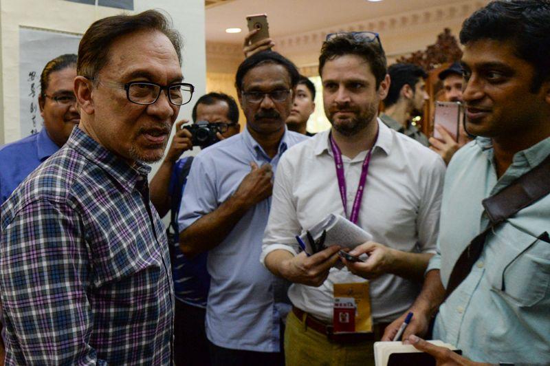 Anwar Ibrahim Minta Tidak Ada Balas Dendam ke Najib