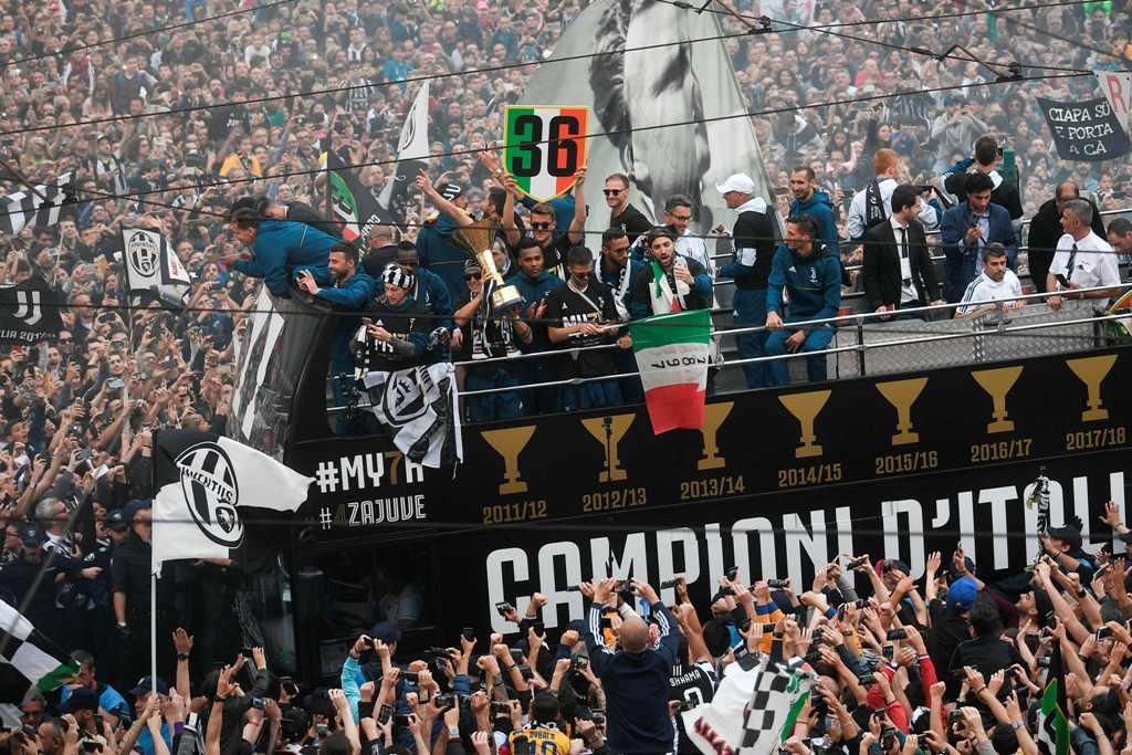 Bus Ultras Juventus Tabrak Saluran Listrik, Enam Orang Terluka