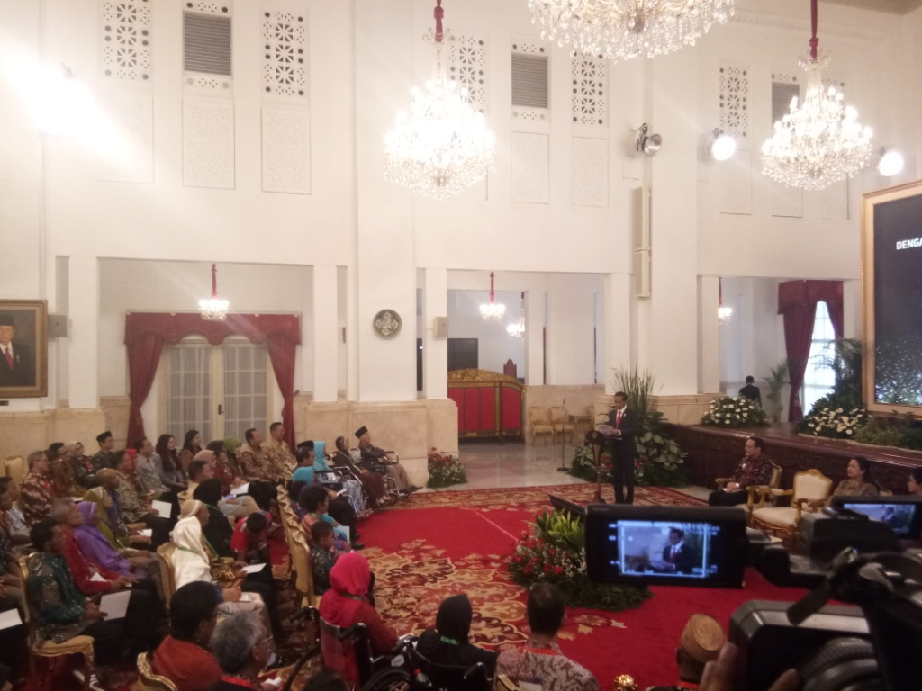 Jokowi Terima Pemegang JKN-KIS