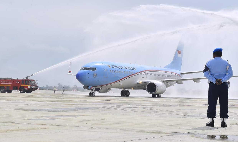 Pesawat Kepresidenan Mendarat Perdana di BIJB