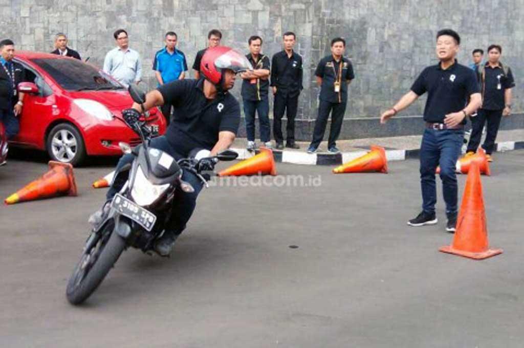 Kecepatan Aman Sepeda Motor saat di Tikungan Tajam