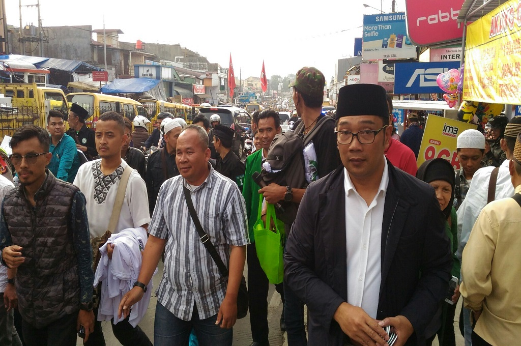Sambil Kampanye, Ridwan Kamil <i>Ngabuburit</i> di Pasar Cipanas