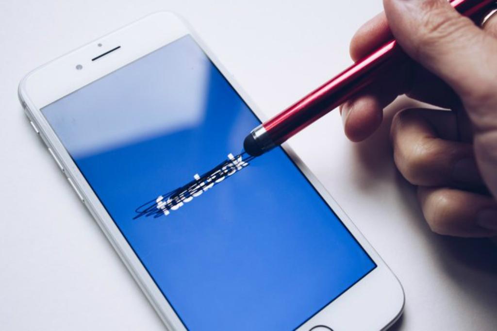 Google dan Facebook Salah Gunakan GDPR?
