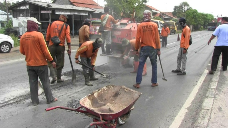 Jalur Pantura Pemalang Diperbaiki Jelang Arus Mudik