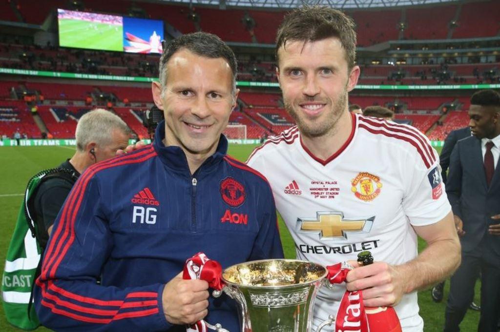 Giggs dan Carrick Dinilai Bisa Menggantikan Mourinho