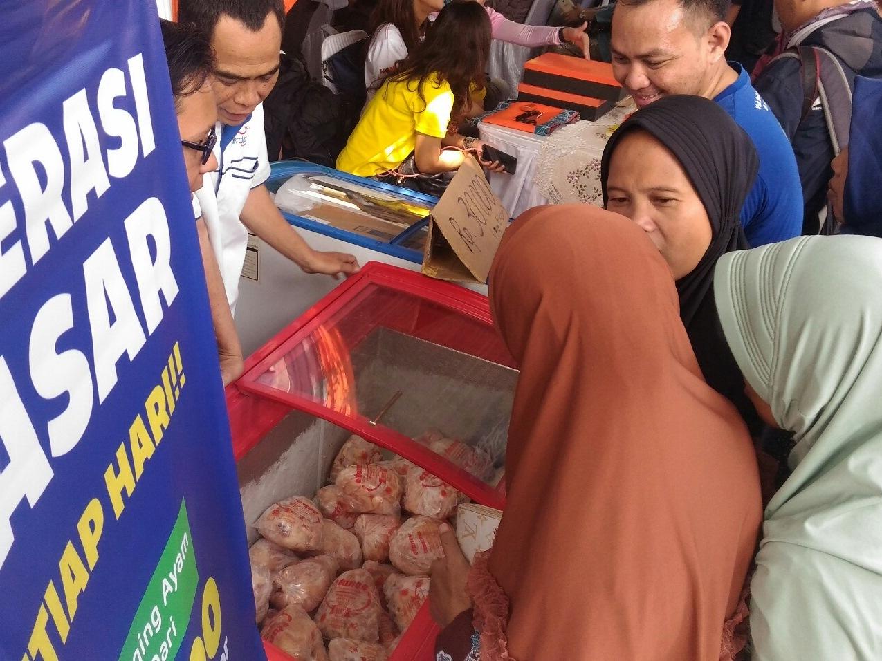 Ayam Beku Stok Pemkot Bandung Mulai Dijual