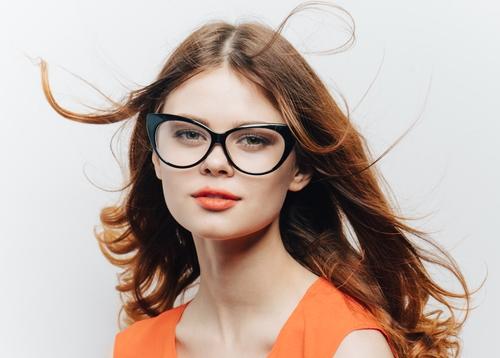 Benarkah Orang Berkacamata Memang Lebih Pintar?