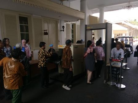 Jokowi Didesak Tuntaskan Kasus Pelanggaran HAM