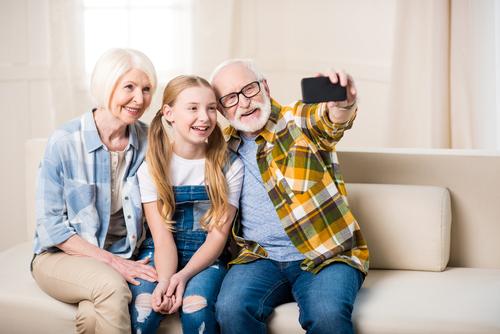Empat Manfaat jika Anak-anak Dekat dengan Kakek dan Neneknya