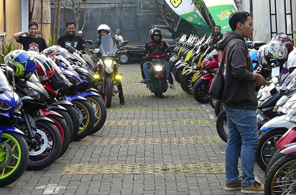Ratusan <i>Bikers</i> Bandung dan Yogyakarta Sambangi Dhuafa
