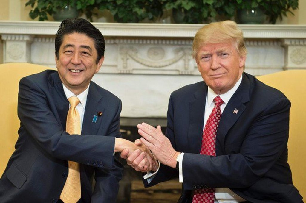 Abe Hadapi Tekanan untuk Bergabung Melawan AS