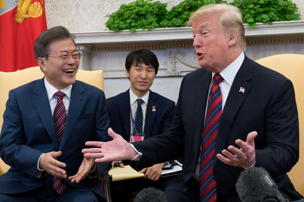 Sebelum Temui Kim, Trump Telepon Presiden Korsel