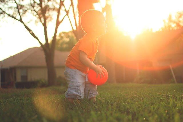 Tanda-tanda Anak Anda Memiliki Gaya Pendekatan <i>Avoidant Attachment</i>