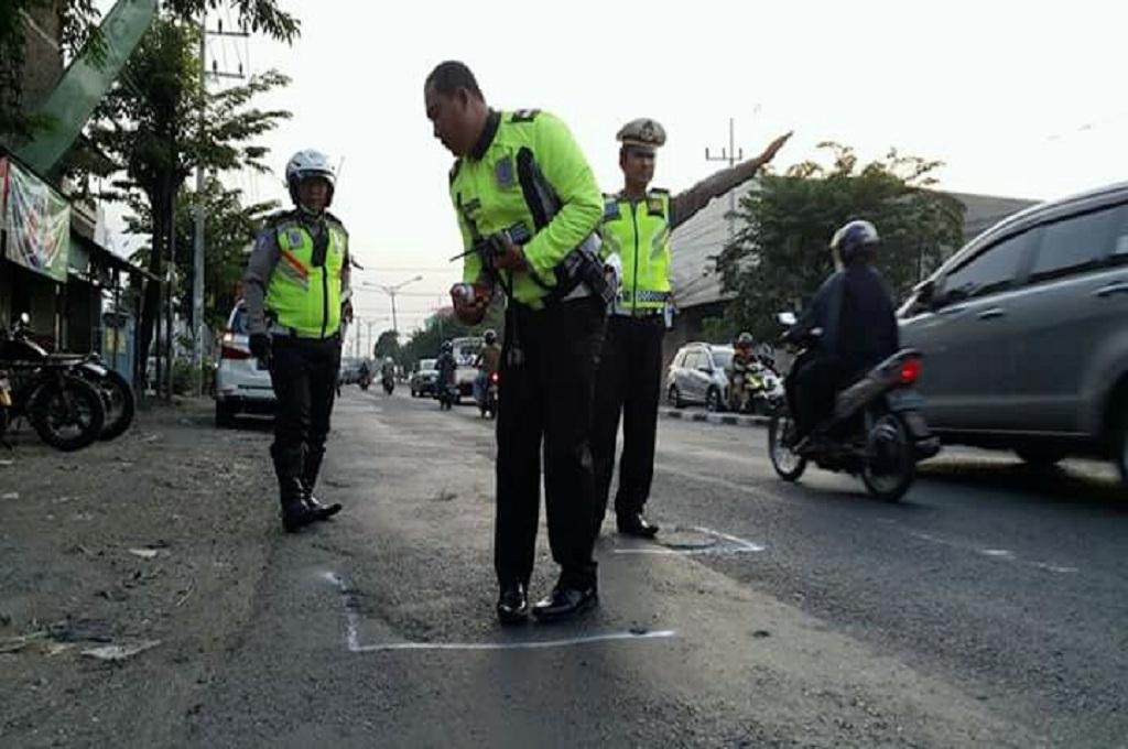 Jalan Berlubang, Bergelombang, dan Menyempit di Jalur Surabaya-Mojokerto