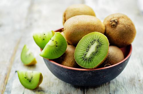 Punya Banyak Manfaat, Tertarikkah Anda Mencoba Kulit Buah Kiwi?