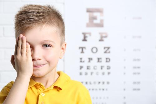 Menjaga Kesehatan Mata Si Kecil di Era Digital
