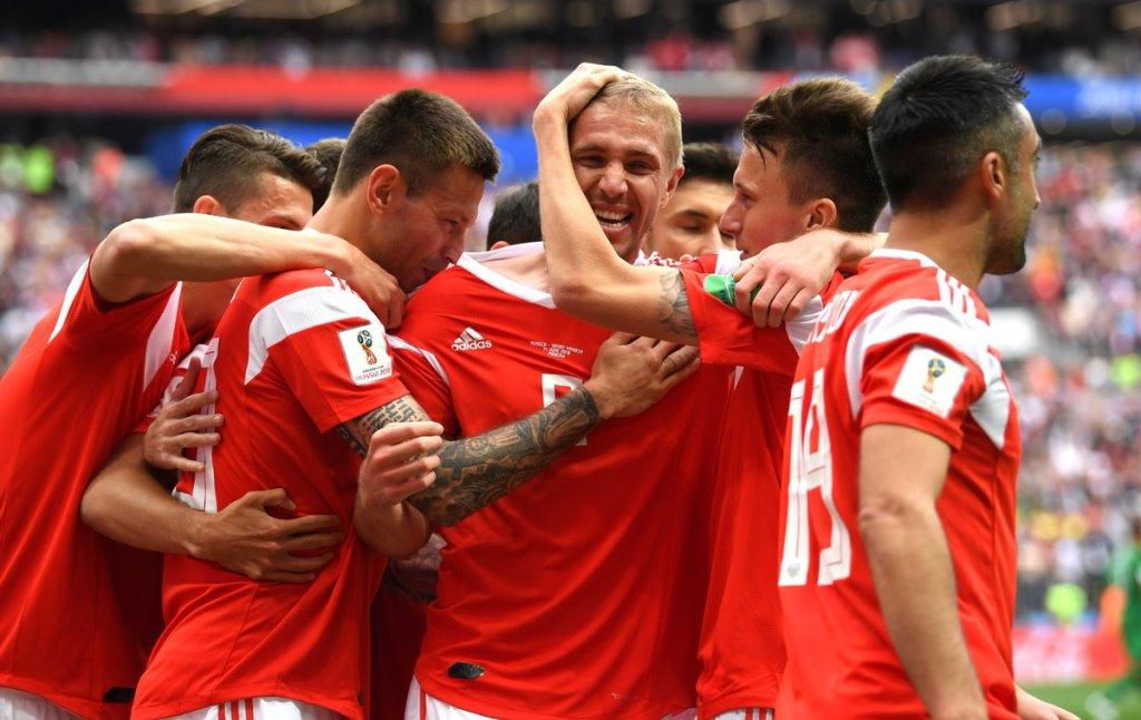 Rusia Berpesta Gol di Laga Perdana