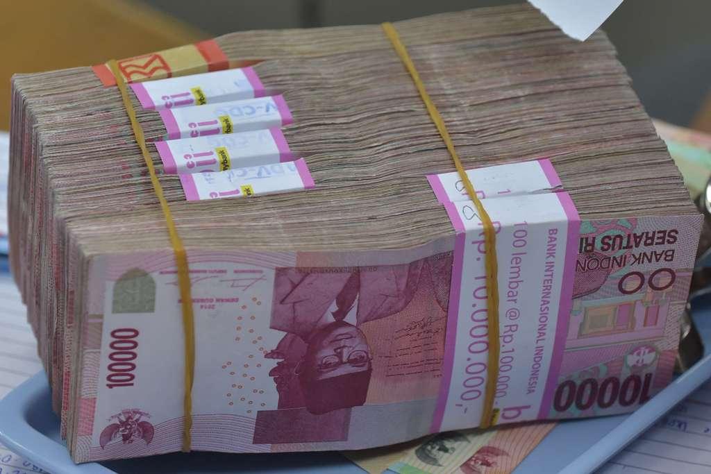 Rupiah Parkir di Rp14.093/USD