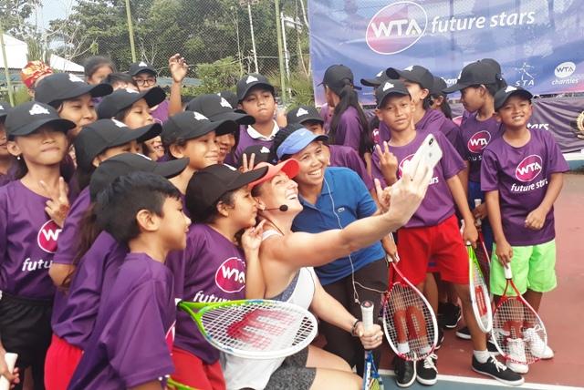 Yayuk Basuki Kenalkan Tenis ke Anak-anak Bali