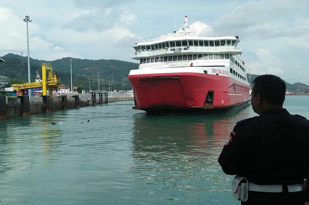 Penumpang Kapal Diingatkan tak Lemparkan Uang Koin