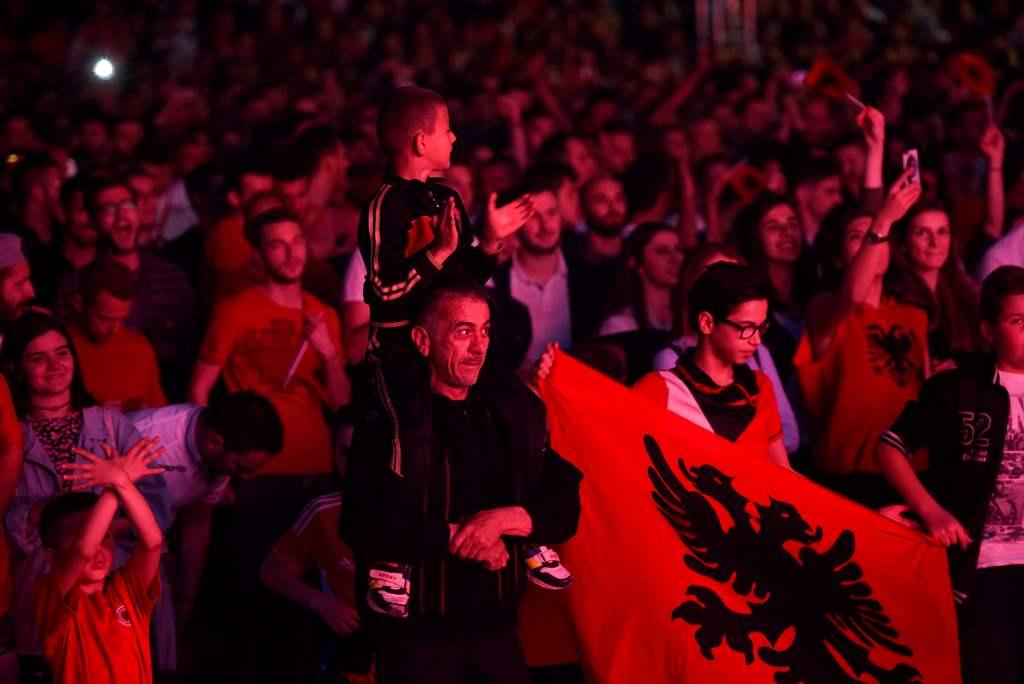 Warga Kosovo Rayakan Kemenangan Swiss atas Serbia