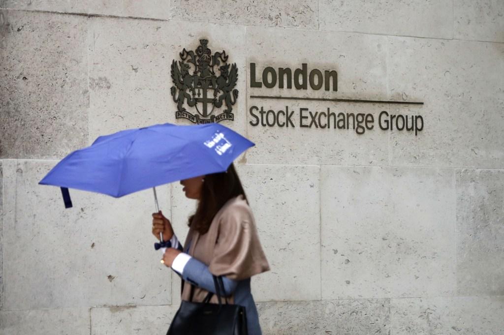 Indeks FTSE-100 Inggris Berakhir Merosot 2,24%