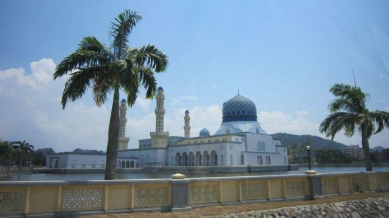 Masjid Malaysia Larang Wisatawan Setelah Tarian Provokatif